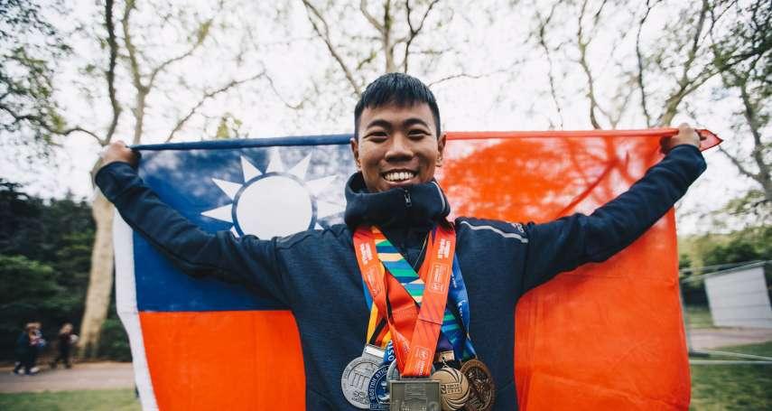 國軍六大馬第一人!青年新聞官葛芃欣 帶國旗跑完世界六大馬拉松