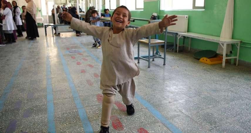 與義肢共舞》戰爭中失去右腿 阿富汗5歲男孩穿上義肢重展笑顏 溫馨影片網路瘋傳