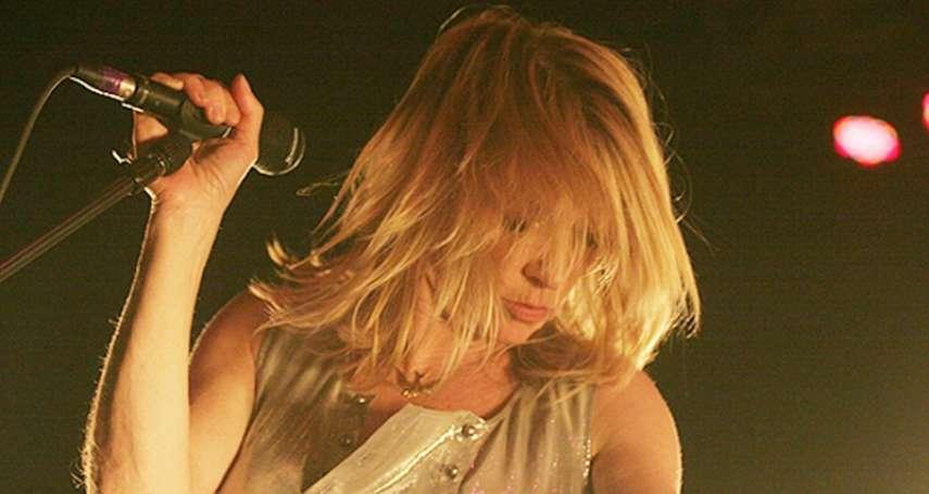 在男性主導的搖滾界闖出一片天的後叛客女神──「音速青春」的Kim Gordon
