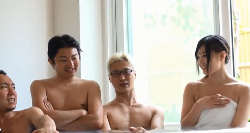 為何日本女孩能坦然地跟爸爸一起洗澡,甚至跟陌生人男女混浴?揭秘日本千年「共浴」文化