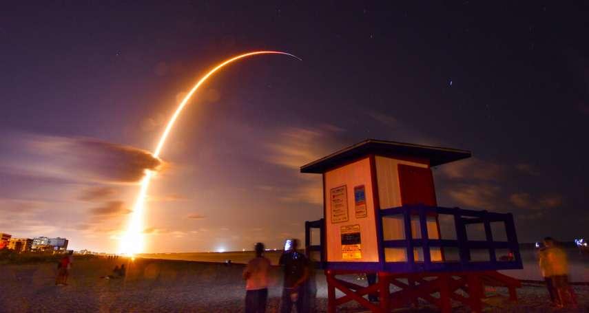 滿天亮晶晶的……人造衛星!SpaceX計劃發射1萬2000顆衛星 專家警告:恐將永遠毀掉我們的夜空