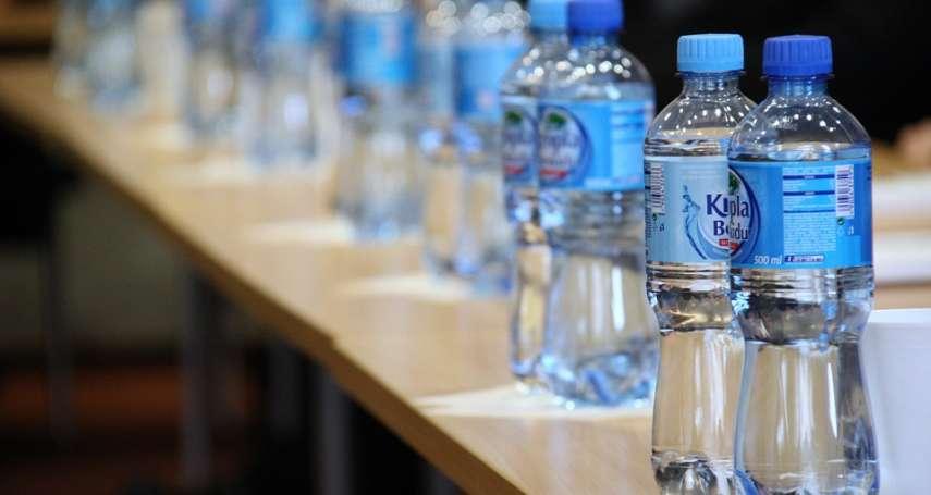 非瓶裝水不喝,每年會多攝取9萬塑膠微粒!加拿大這個研究,嚇壞瓶裝水一族