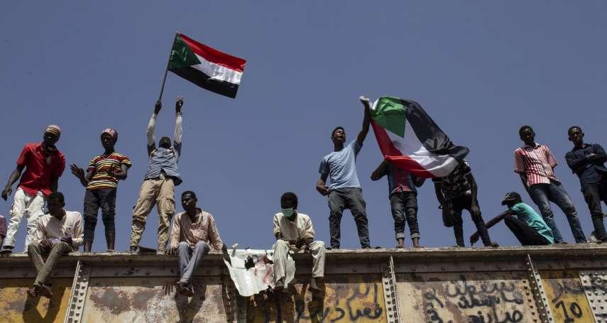 當軍政府竊國、還用槍桿子鎮壓和平示威,他們以「不服從」對抗到底!蘇丹發起全國大罷工,首都喀土穆變空城