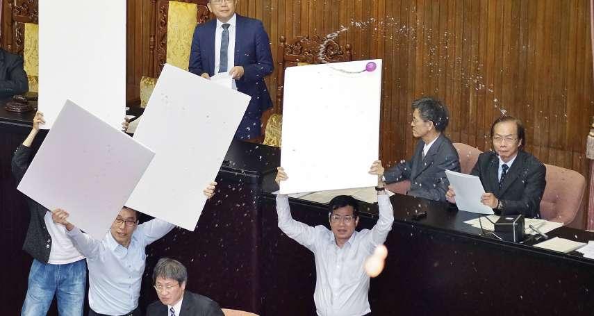 「每天丟水球、丟預算書有什麼用?」柯文哲主張聯合內閣:台灣在藍綠外要有新思維