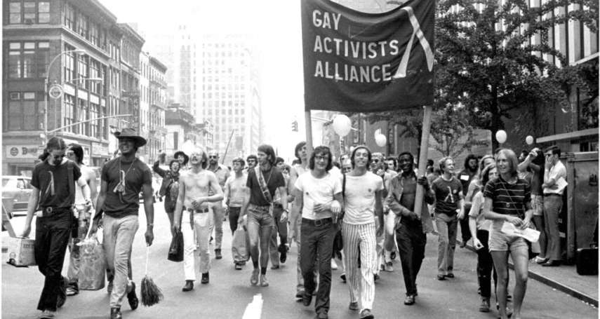 石牆事件50周年》美國同志爭取平權始於那一天,紀念黑暗時代挺身而出的彩虹勇士!