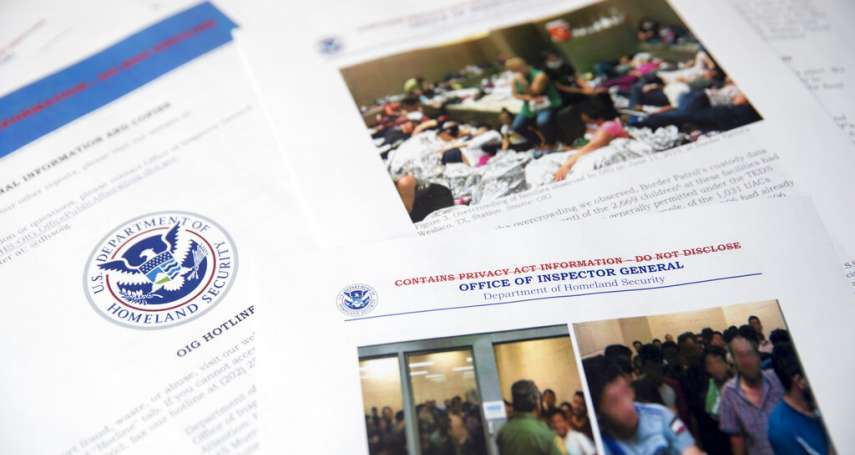 美國邊境拘留所實況曝光》毫無人性!上千移民塞鐵籠,有人擠到只能站著不動,稱女性被迫喝馬桶水