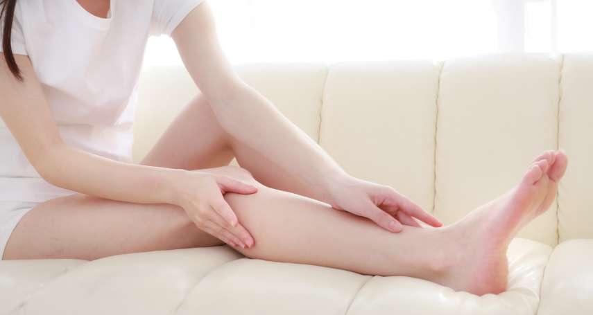 女性常有腳水腫的困擾,不但加快體寒與肥胖,外表也越來越老!醫師教你這樣預防水腫