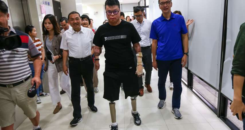 他曾身擁10證照,如今四肢僅剩左手…朱立倫訪八仙塵爆傷者,祝福迎向新人生