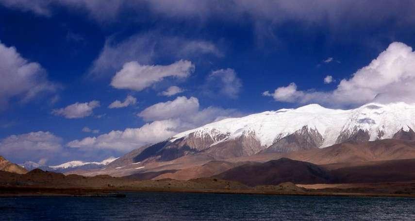 「再教育營」的平行世界:新疆被中國打造為觀光勝地,遊客們看不到維吾爾的恐懼與悲哀