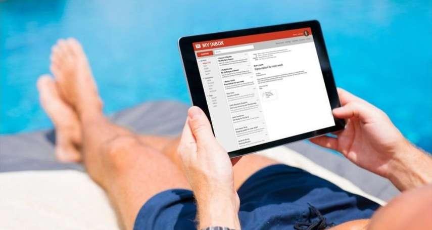 是工作狂?迫不得已?最新研究:6成英國人放假仍在回覆工作電郵