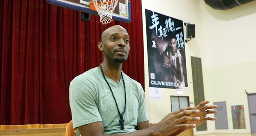這才叫愛台灣!他為幫中華隊打球放棄美國籍…從籃球員戴維斯的故事,看台灣最美的風景