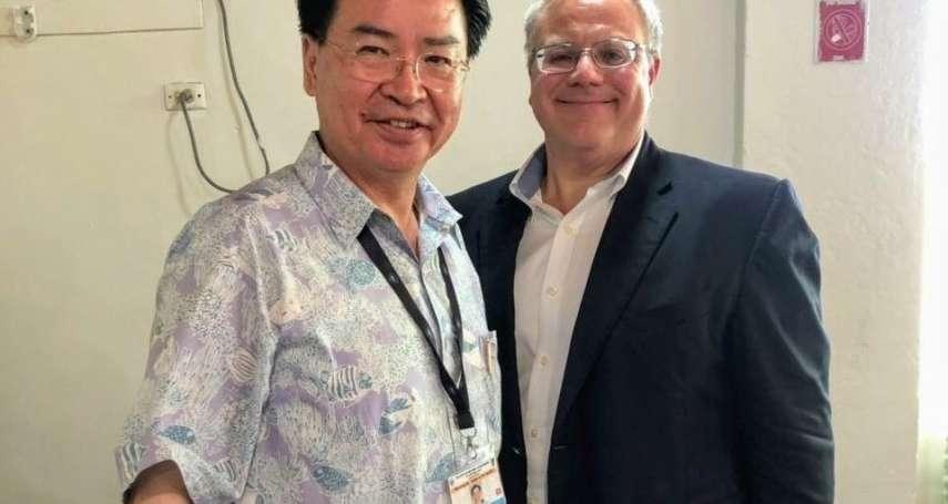 吳釗燮赴太平洋島國論壇 推特與美國內政部長同框:我們舉行了精彩的場邊晤談