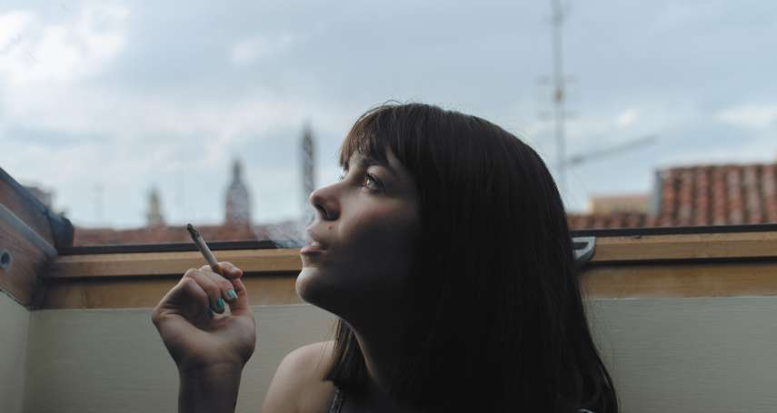 在家抽菸也算家暴!泰國政府祭出新法,強力圍堵在家吸菸者,原來全是因為這個原因…