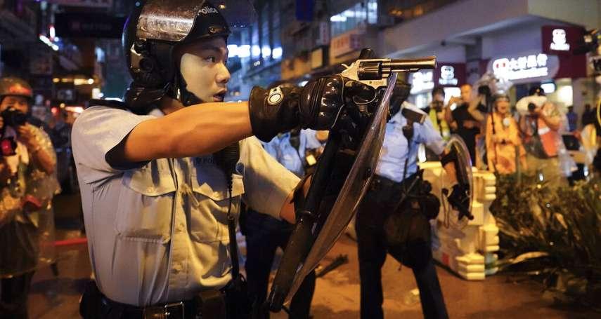 香港警方拿手槍瞄準「反送中」示威者!警署證實:的確有警員開槍