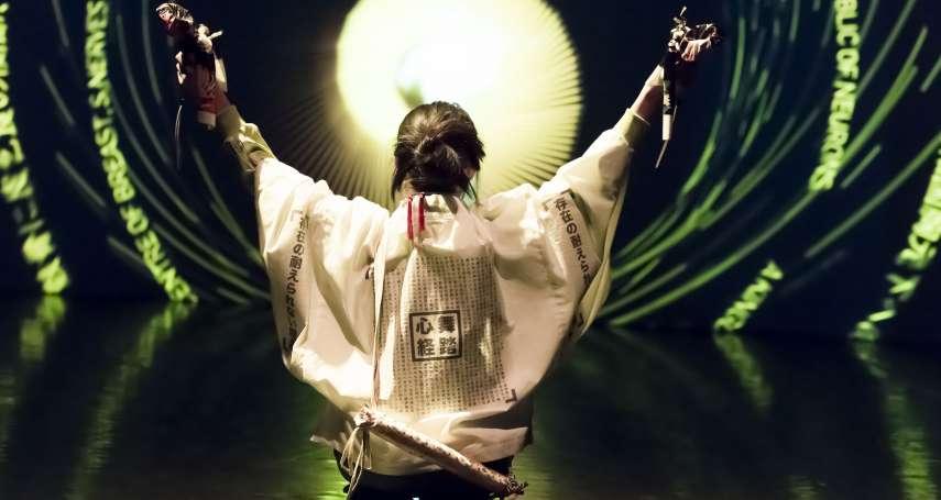 召喚舞蹈大師土方巽的魂魄,跳起痙攣扭曲的暗黑舞踏:大膽「與鬼共舞」的新加坡藝術家徐家輝