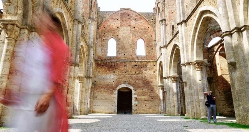 隱身義大利梅爾瑟山谷的殘垣之美:穹蒼下的隱修院