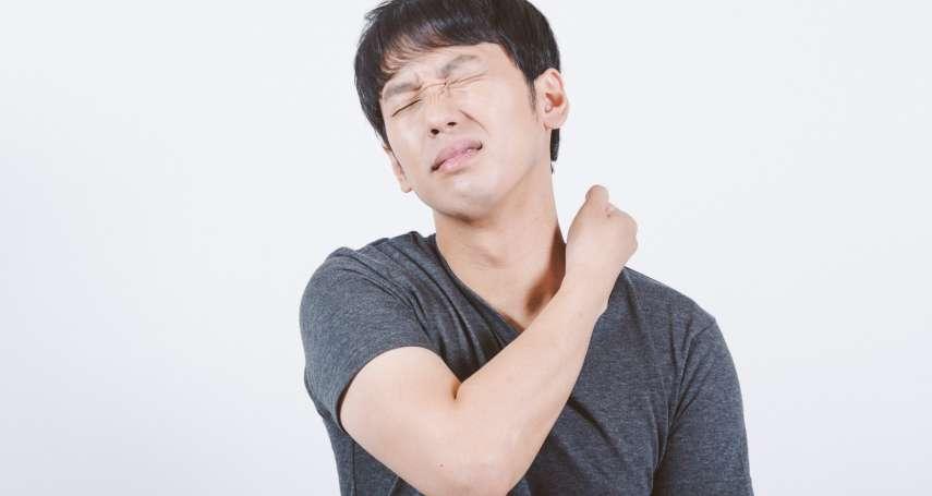 脊椎側彎竟不是姿勢不良造成的?醫師:8成患者成因不明,照X光、核磁共振也找不出原因
