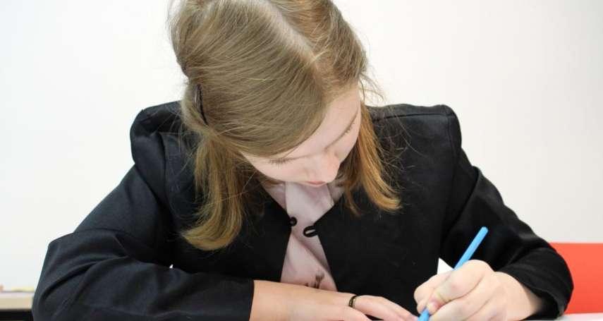 孩子「慣用左手」要矯正嗎?諮商心理師:強行矯正恐對孩子造成3大影響