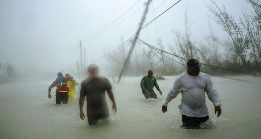 怪獸颶風過後》盲父扛腦麻兒涉水生還......巴哈馬小島毀損9成重建難