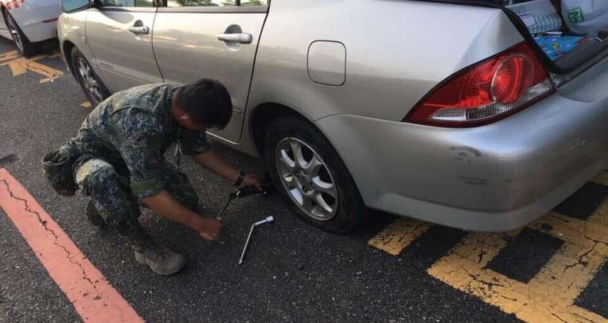 「助人很開心!」陸軍暖男士官義助國道爆胎車輛 善行曝光