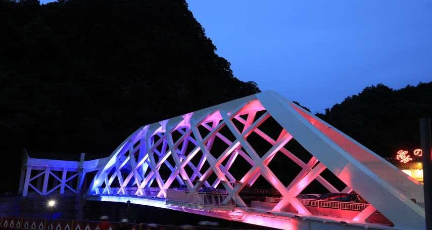 烏來覽勝大橋完工 光雕水霧炫麗亮眼網紅打卡新景點