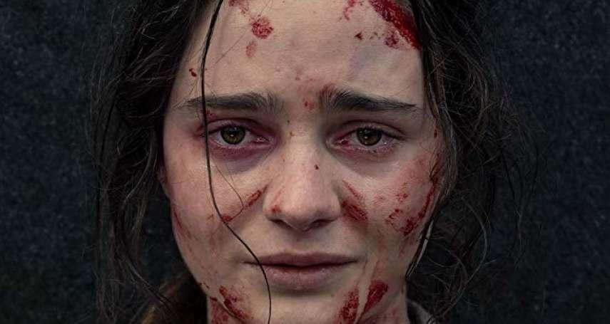 被強暴過後,她親眼目睹丈夫被殺、女兒活活摔死…鬼敲門導演耗時六年拍下女性「復仇」之路