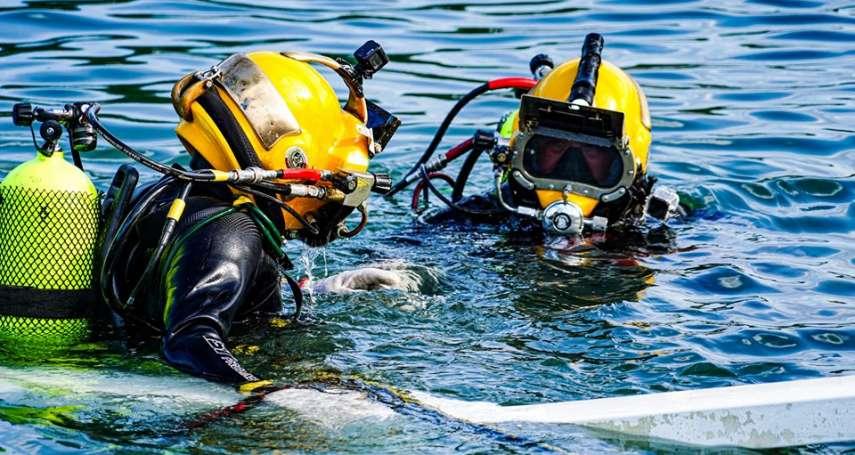 南方澳跨海大橋坍塌》海軍水下作業大隊摸黑趕工切割橋體,力拚明日開通航道