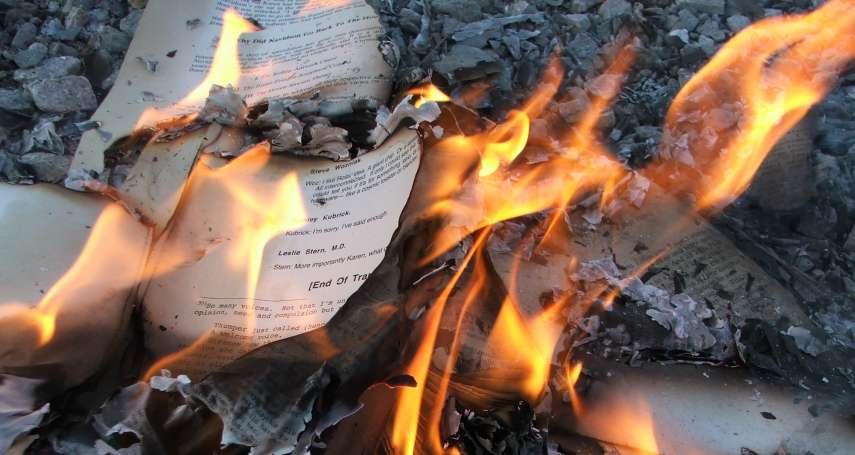 西語裔女作家校園演講暢談「白人特權」美國白人大學生如何反應?燒她的書!