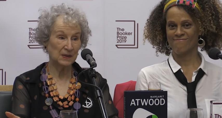 打破規則!2019年曼布克獎再現雙得主:加拿大國寶級作家愛特伍《聖約》、英國作家艾瓦里斯托《女孩、女人和其他》