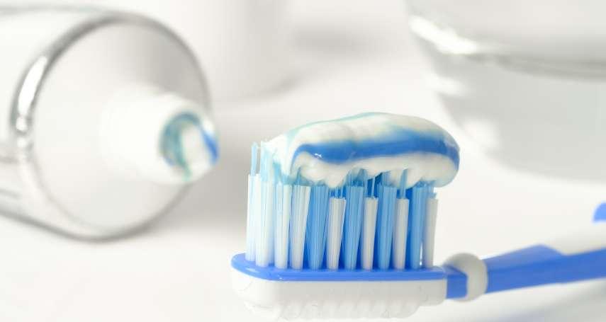 網路瘋傳把牙膏抹在臉上就能消除痘痘?醫生:別再亂塗了,小心你的皮膚變這樣…