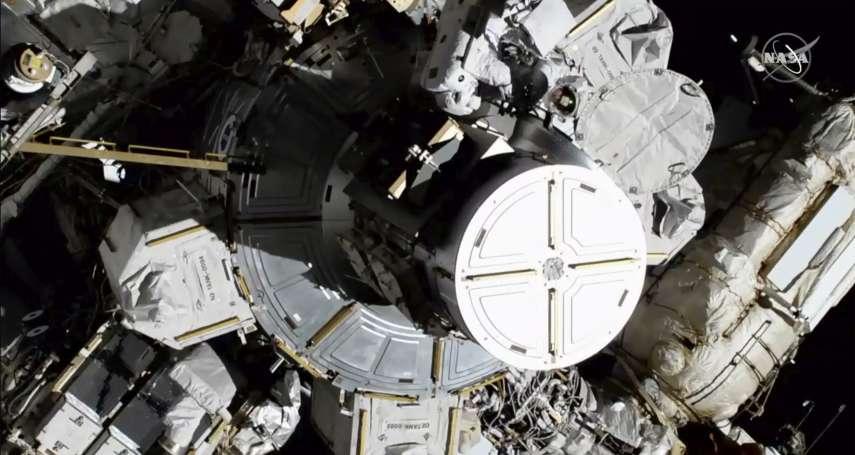 「這是人類女性的一大步!」阿波羅登月半世紀之後,史上第一次「全女性太空漫步」終於登場!
