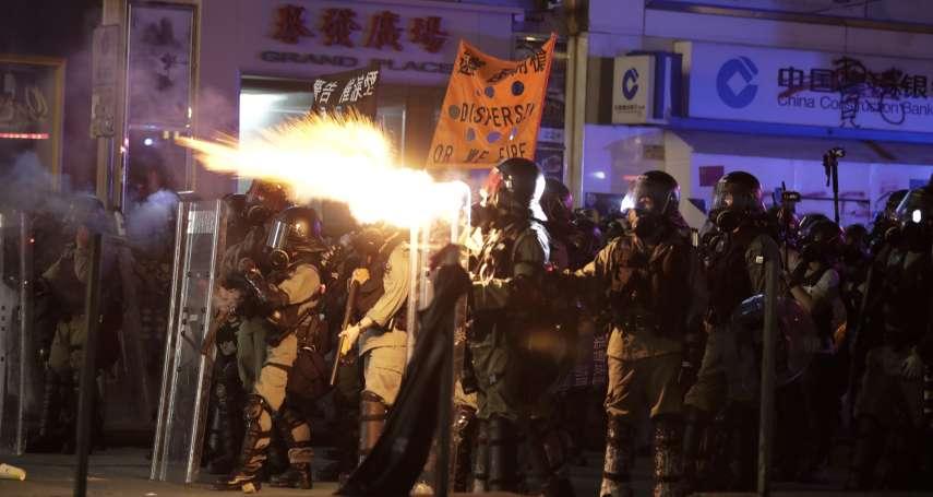 港警對清真寺噴射藍色水柱,中資企業遭示威者縱火...香港「反送中」邁入第20周,再爆嚴重警民衝突