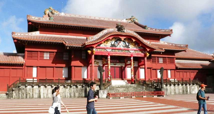 傳統琉球赤瓦只有他會做,但這位師傅5年前就過世了...沖繩瓦匠工會坦言:重現首里城正殿昔日風光,已經不可能