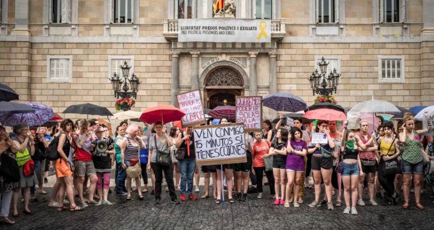 「受害少女失去意識,並未反抗」西班牙恐龍法官從輕發落5名強姦犯,引爆全國民眾怒火!