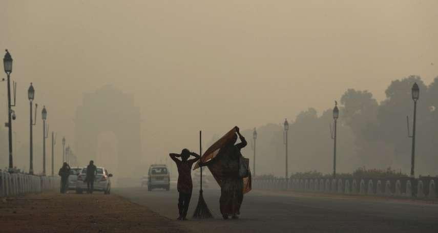 空氣差到難以呼吸》排燈節燃放大量煙火、農民違法燒殘株 印度新德里陷入最嚴重空汙危機