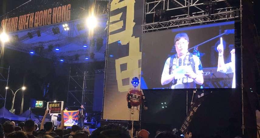 撐香港要自由演唱會》現場黑衣群眾高喊「光復香港、時代革命」 輔大教授:中國正在屠殺香港年輕人