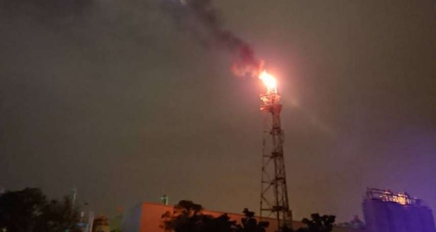 林園工業區燃燒塔冒黑煙 環保局立即掌握污染