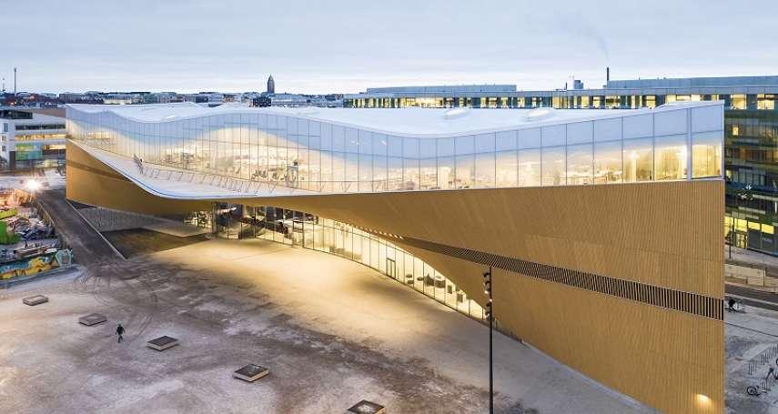 北歐最美圖書館:芬蘭頌歌中央圖書館!開幕三個月就破百萬人次,重新定義「公立圖書館」