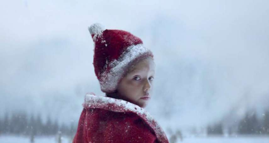 35度盛夏高溫,演員卻都裹著毛皮大衣…運泥漿、造白霧,超強聖誕廣告打造冰雪銀白世界