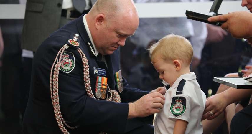 來不及陪兒長大......澳洲義消英勇殉職 一歲半兒子含奶嘴代父受勳
