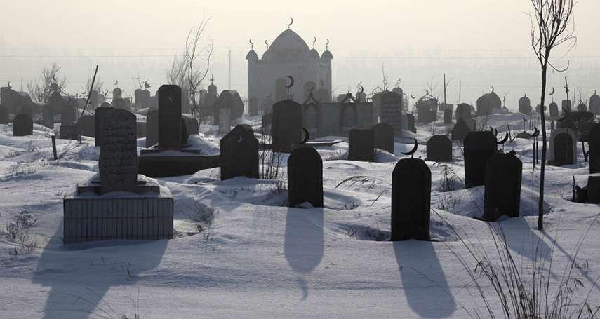 新疆維吾爾人連祖墳都難保……千年歷史古墳、埋有7000人的墓穴,逾百座墓地遭開挖剷平