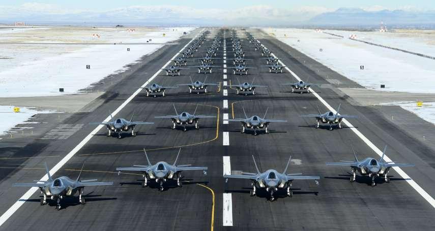 美伊大戰一觸即發》美國空軍一口氣展示52架F-35戰機,「大象走路」壯觀軍演