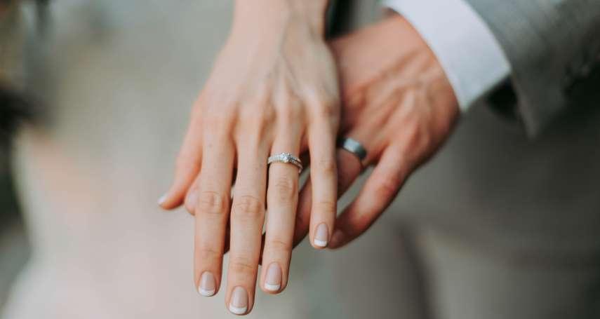 早知丈夫出軌,女星努力維繫婚姻十多年,終仍離婚收場…心理師:婚姻觸礁先試試這個方法