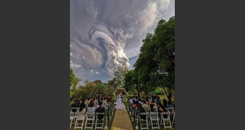 這不是P圖!塔爾火山噴發當背景,菲律賓新人拍下超美婚禮照