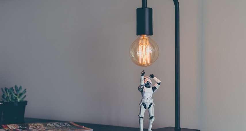 燈泡總是動不動就壞掉?其實原本可以用100年!揭「快時尚」追求利潤極大化而犧牲效能的巨大陰謀