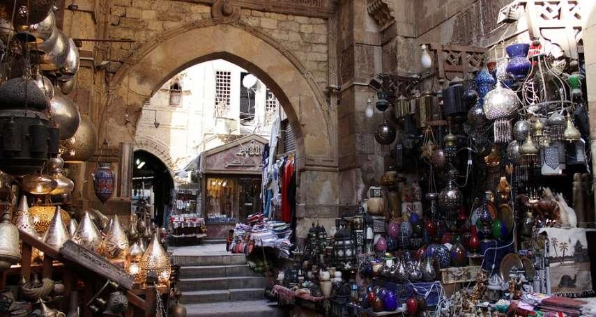 來自浙江的中國人,在這裏賣女性內衣:《埃及的革命考古學》選摘(4)