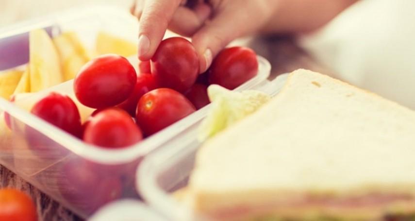 年菜吃不完放保鮮盒,會吃到塑化劑嗎?毒物專家公開各種塑膠容器對身體的危害