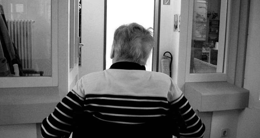 「他怎麼好像中邪...」長輩久住加護病房,當心「譫妄症」上身!出現這些警訊就該注意
