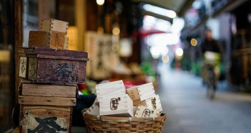 你別幫我,我也不會幫你!從京都人看似冷漠的禮貌,體會日本人際關係中「真正平等」的精神
