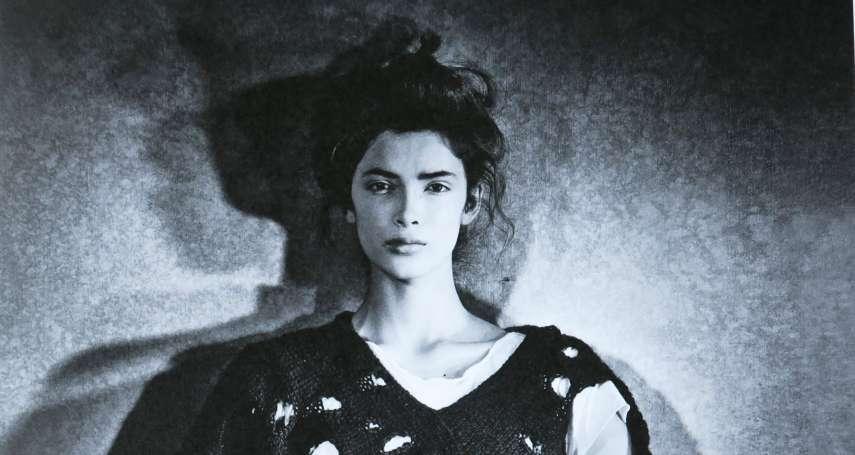 身為日本人,她卻能在國際服飾界掀起一場「黑色革命」!千變萬化的黑魂大師—川久保玲